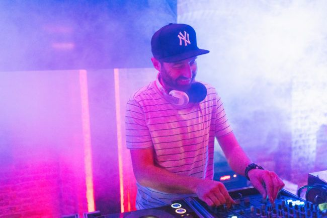 DJ voor personeelsfeest